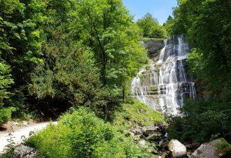L'Échappée Jurassienne  : randonnées au milieu des lacs et cascades